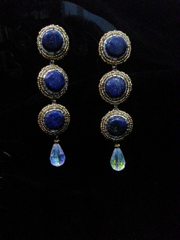 A pair of earrings made by Anne Marie of Mix & Match.    So elegant!