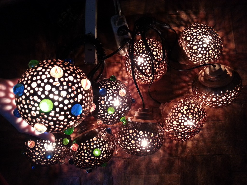 Now Charmed Crafts also has these outdoor coconut lamps!